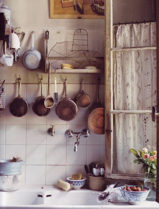 cocina antigua y ventana